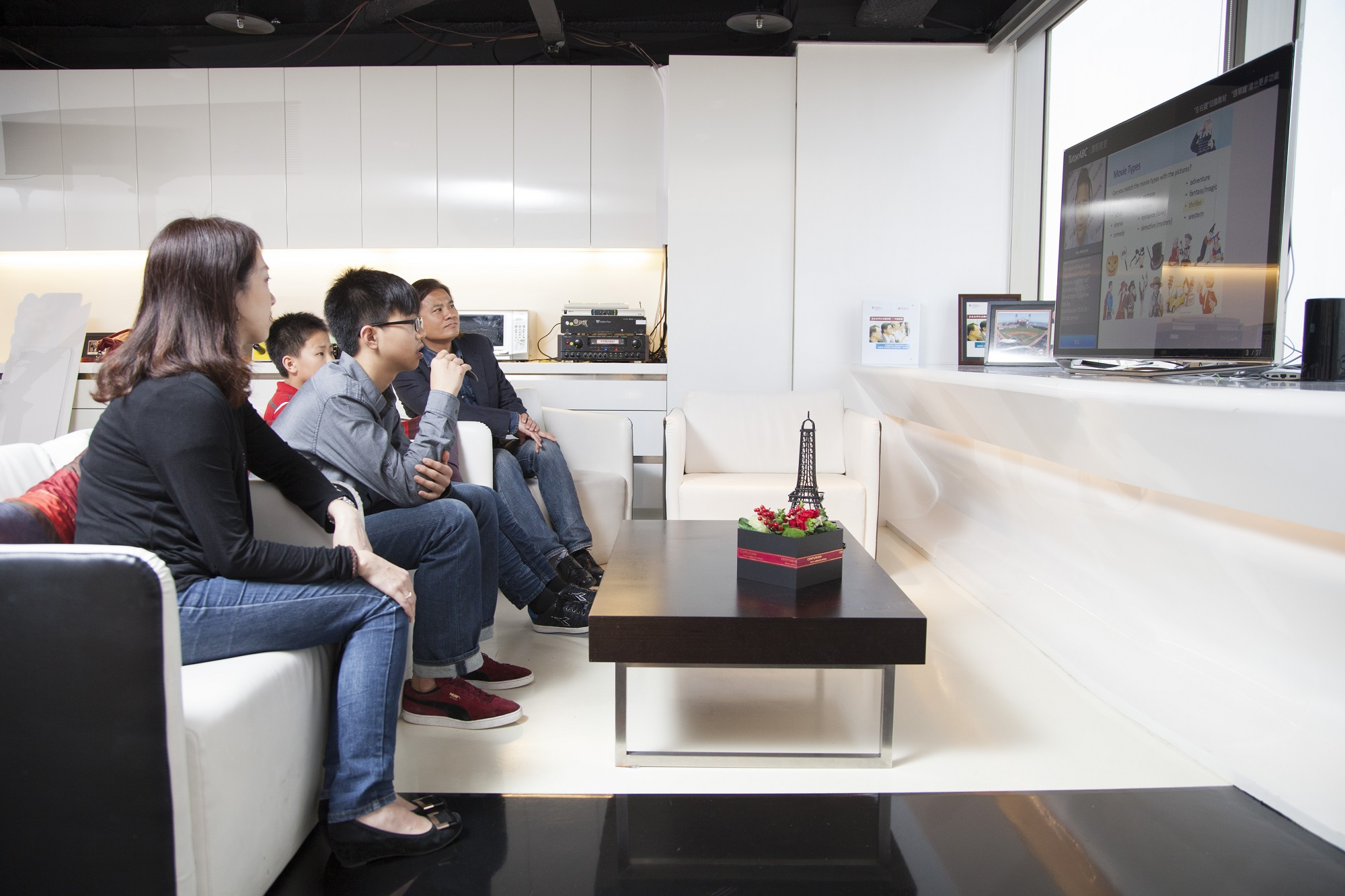 TutorABCJr見證人劉傳、劉芳兄弟檔線上英語課 全家同樂