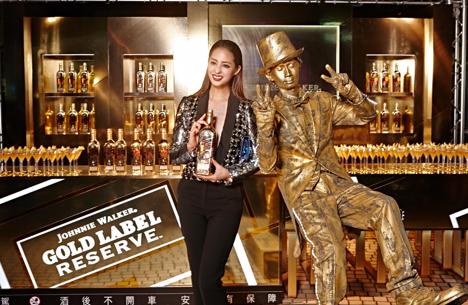 五月生日的時尚女神莫允雯出席微風銀河之夜,並現身JOHNNIE WALKER®金牌珍藏™酒吧,與JOHNNIE WALKER邁步向前的紳士及現場民眾同樂