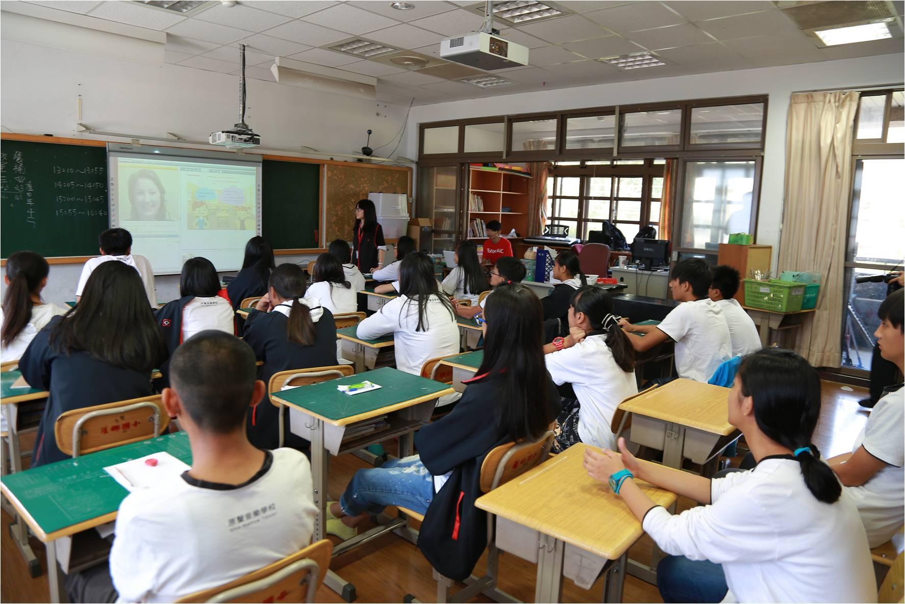 英語外籍教師匱乏!全台國中小學童每1萬人共用3位外籍教師!TutorABCJr Virtual Classroom 2.0雲端教室於海拔一千公尺開課!台灣之光─原聲童聲合唱團遠距Live教學獲好評