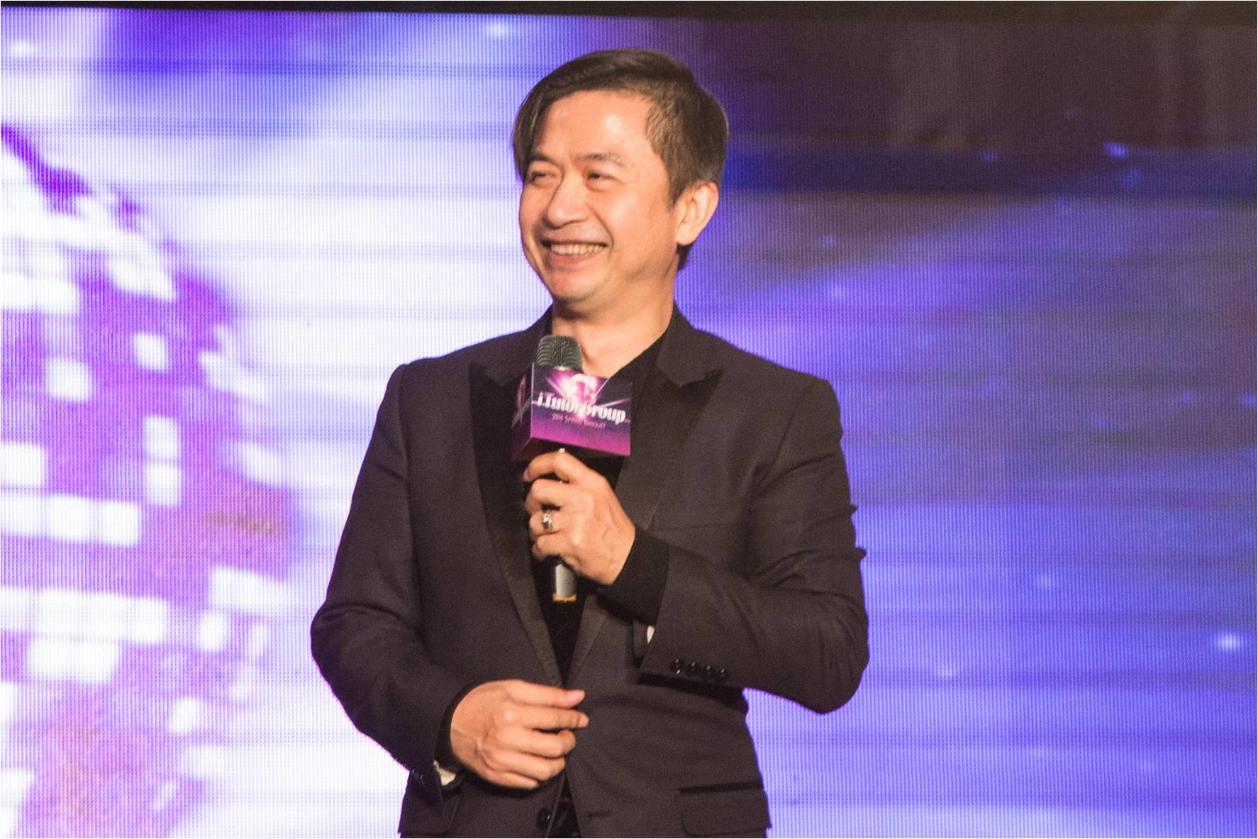 03.iTutorGroup集團新任副總裁黃舒駿難掩興奮 慷慨致詞-1