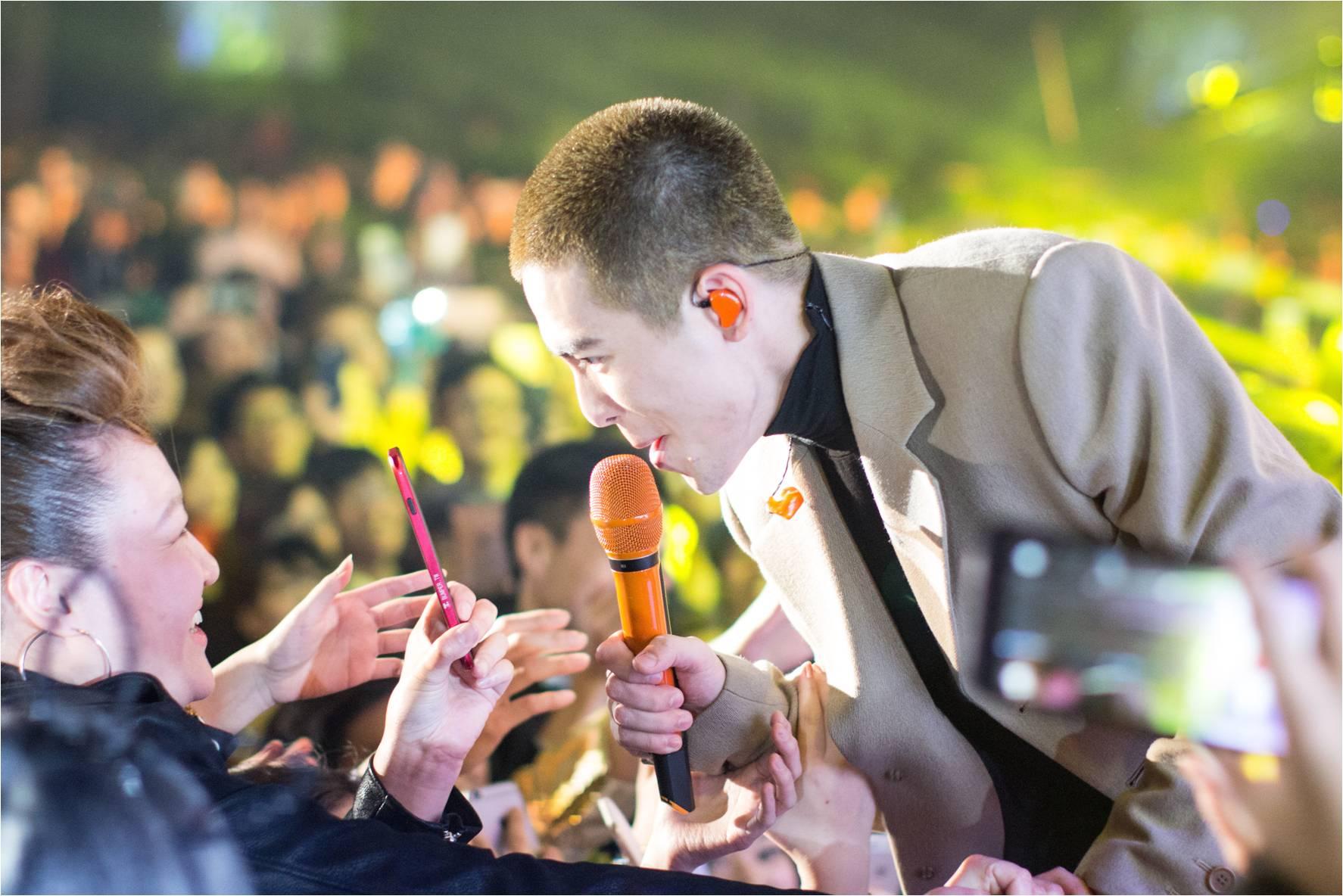 04.iTutorGroup集團邀請國際巨星蕭敬騰熱力開唱-1