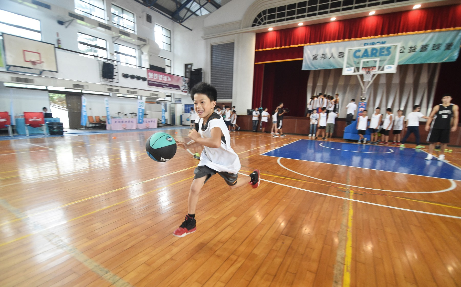 富邦0823_公益籃球營開拔至嘉義孕育籃球種子