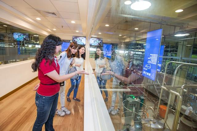 白蘭氏鷄精皆由自有工廠製造,從白蘭氏健康博物館的空中走廊即可檢視完整製程,品質安心看得見