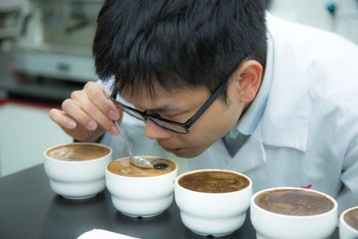 圖一_SCAA 認證的咖啡鑑定師精心品評