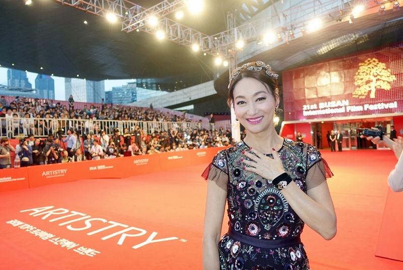 惠英紅在釜山影展紅地毯亮相