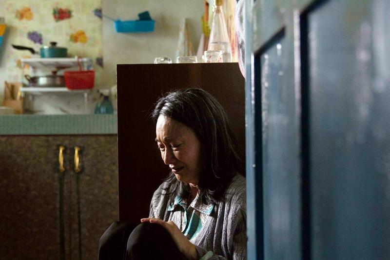 惠英紅坐在角落哭泣2