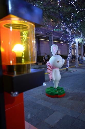 可愛的雪鈴兔波波在「愛.Sharing 奇幻積木樂園」等著大家來一同歡樂