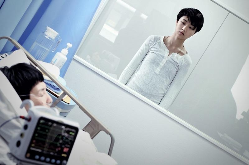顏卓靈挑戰黯黑蘿莉的戲路 常關小房間培養情緒