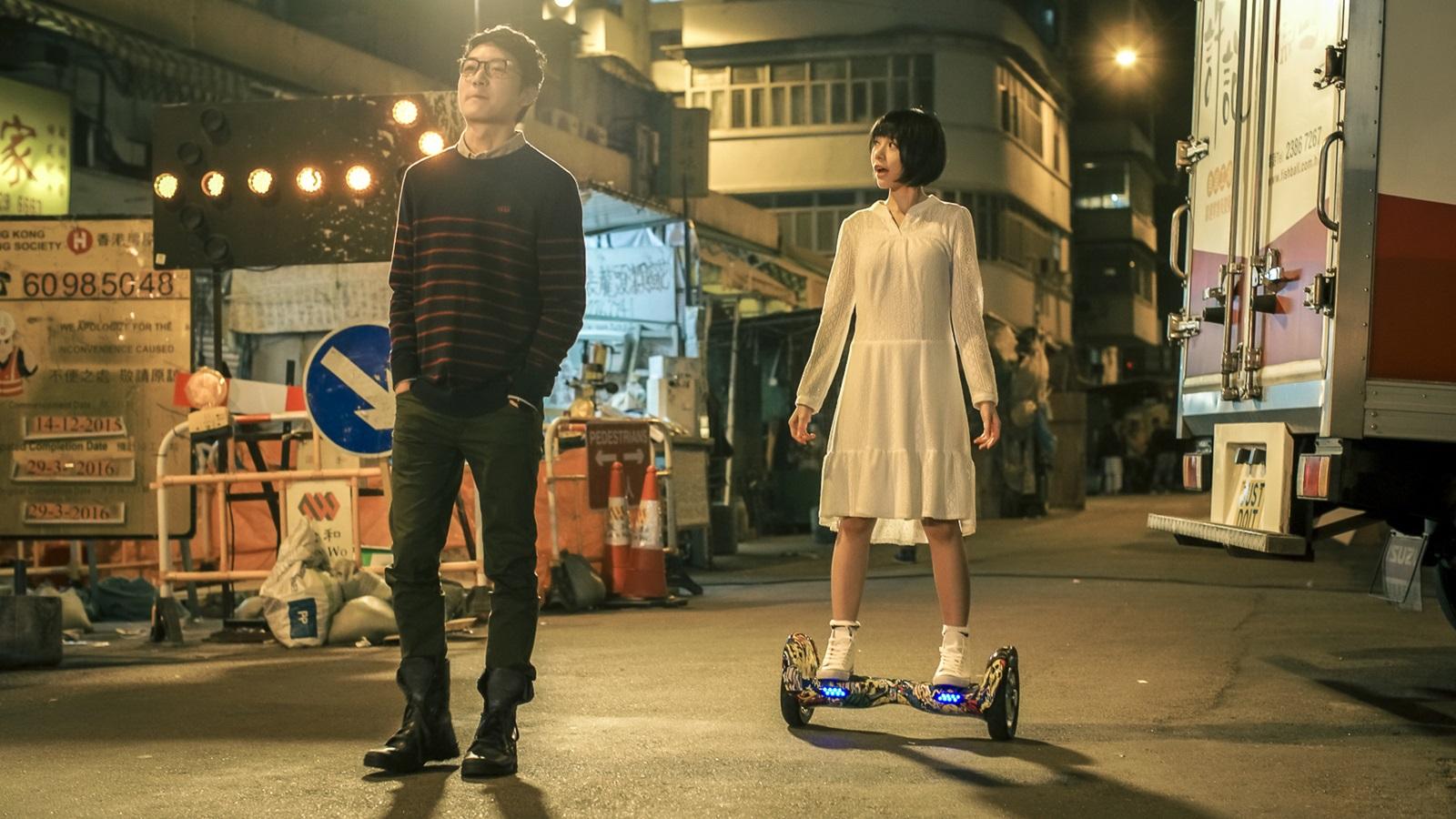 林明禎為戲勤練滑板車 卻不慎摔傷