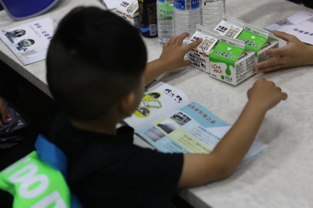 味全透明工廠透過有趣的DIY體驗課程,讓孩子具有基礎的食品知識和飲食觀念
