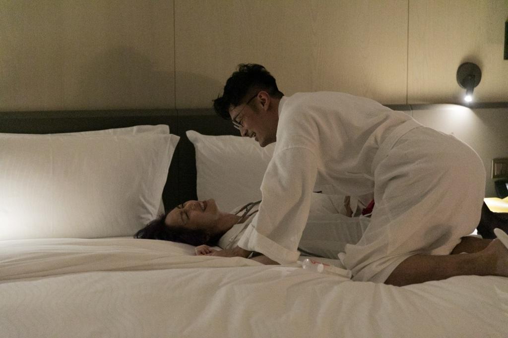 余文樂楊千嬅終於在這集有情侶浪漫床戲1