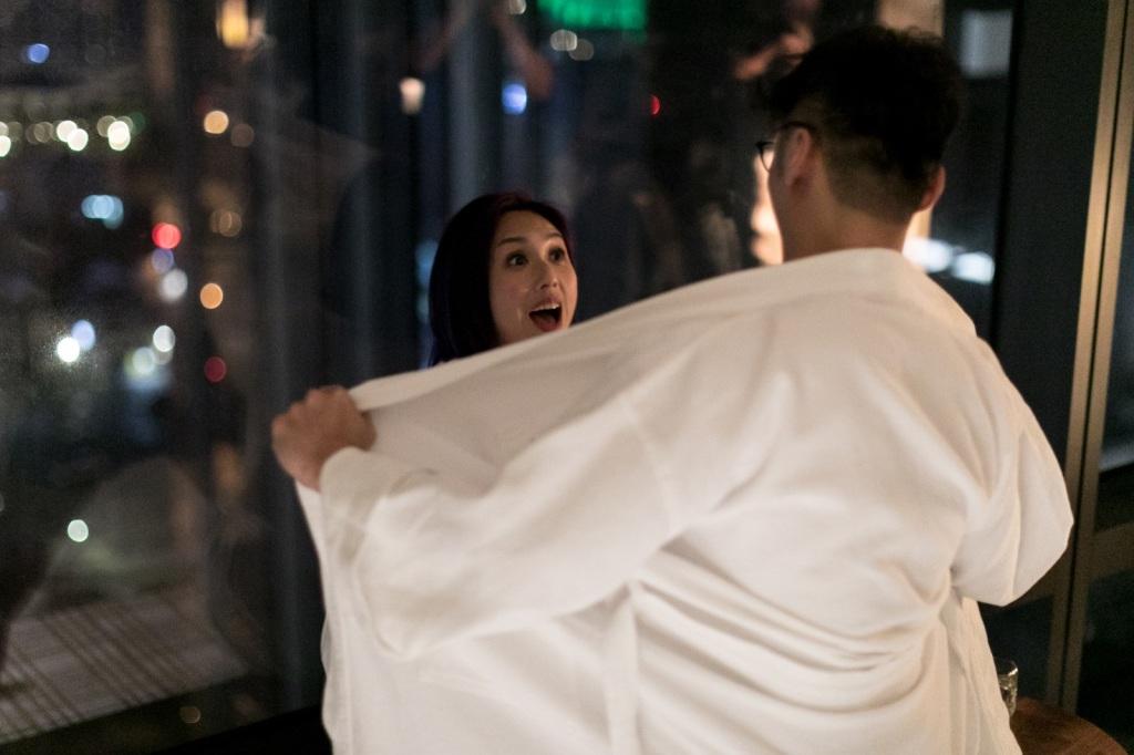 彭浩翔導演大爆 兩人拍床戲拍到浴袍棉被都濕了