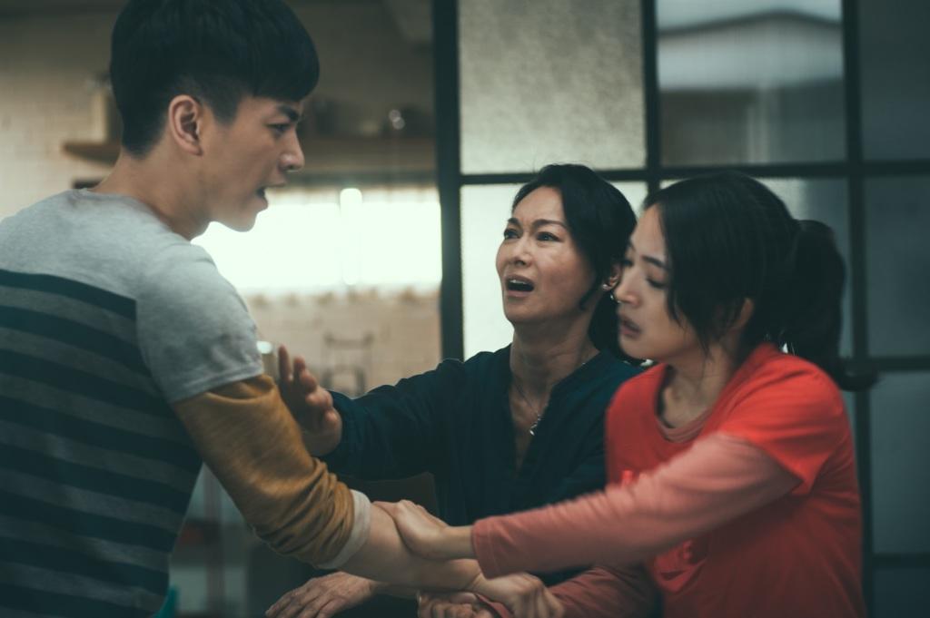 陳曉(左起)、惠英红、林依晨