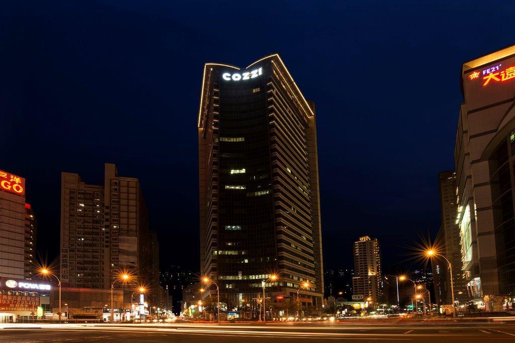 HOTEL COZZI和逸飯店‧高雄中山館_外觀夜景