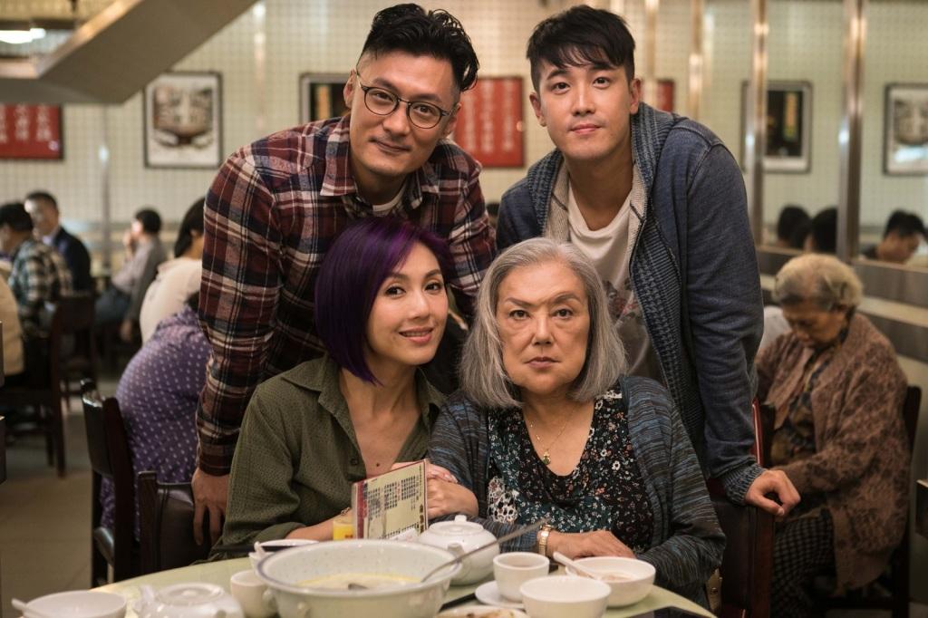 余文樂(後排左)片中演唱廣東版「志明與春嬌」 引發爆笑好評