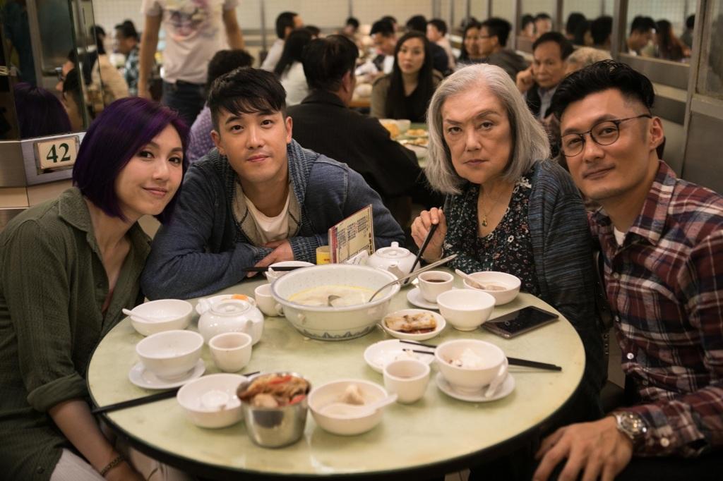 余春嬌一家人 楊千嬅(左起)、曾國祥、邵音音、余文樂