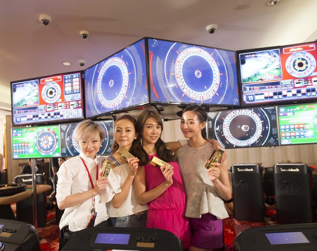 導演黃真真(左) 攜手原班人馬 陳意涵、薛凱琪 以及新加盟的張鈞甯 共同打造《閨蜜2》