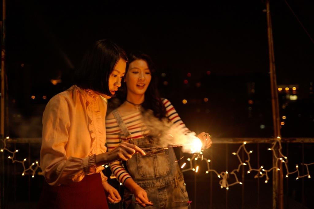 新演員廖子妤(左)、余香凝 戲裡女女曖昧 戲外親如家人