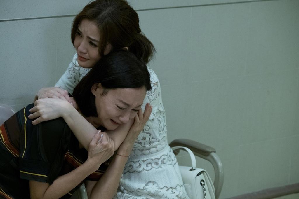 阿Sa及母親惠英紅演出痛失親人 兩人一就位便立即入戲相擁痛哭1