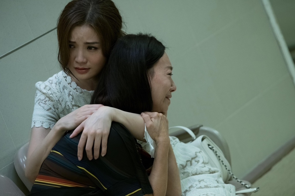 阿Sa及母親惠英紅演出痛失親人 兩人一就位便立即入戲相擁痛哭2