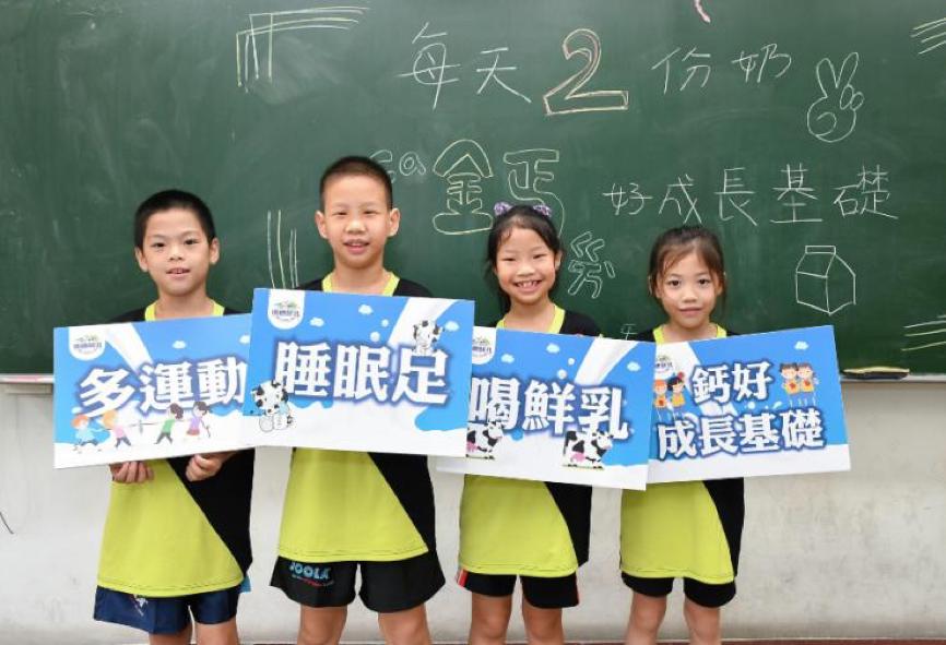 雨農國小桌球隊小小明日之星響應鮮乳力量計畫,呼籲全台孩童應「多運動、睡眠足、喝鮮乳、鈣好成長基礎」
