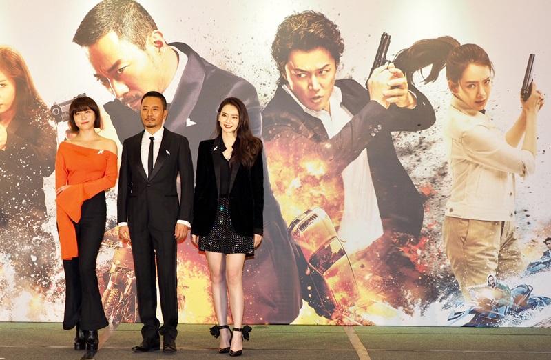 河智苑與張涵予及戚薇 現身香港首映會2