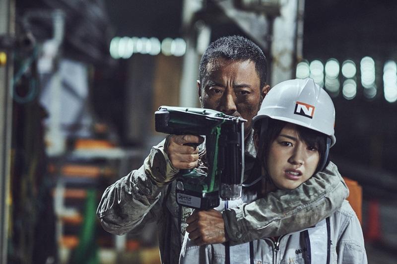 逃亡中的張涵予 迫於無奈拿起釘槍挾持櫻庭奈奈美