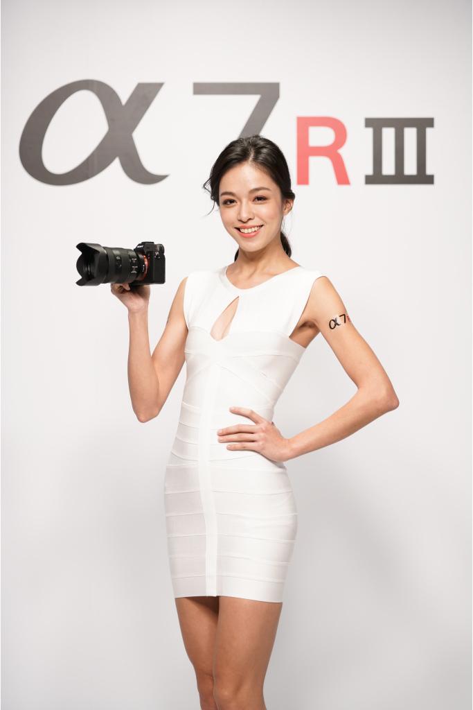 Sony 全新 α7R III 相機的影片拍攝功能媲美專業攝影機,可錄製 4K 專業影片