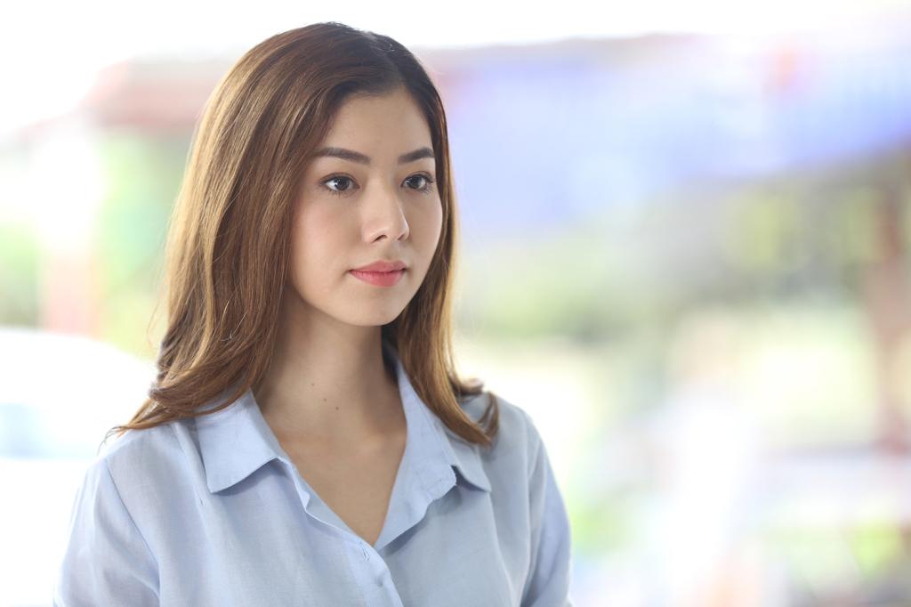 莎蘭通.凱烏東飾演自創化妝品牌的網紅瑪莉莎