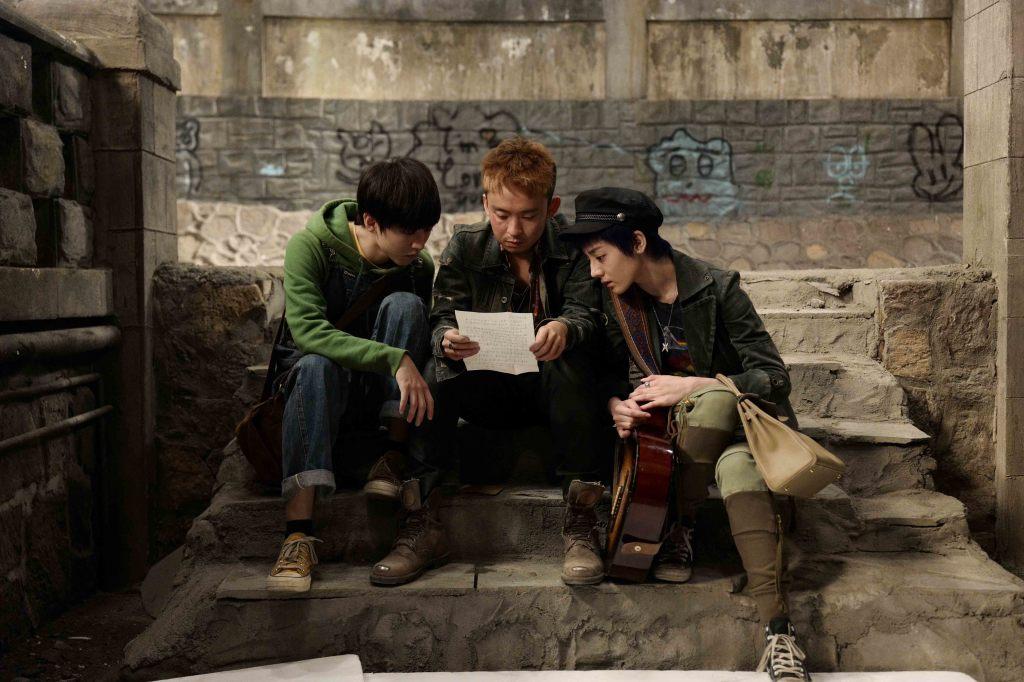 迪麗熱巴(右起)董子健及王俊凱稱兄道弟 共闖解憂雜貨店