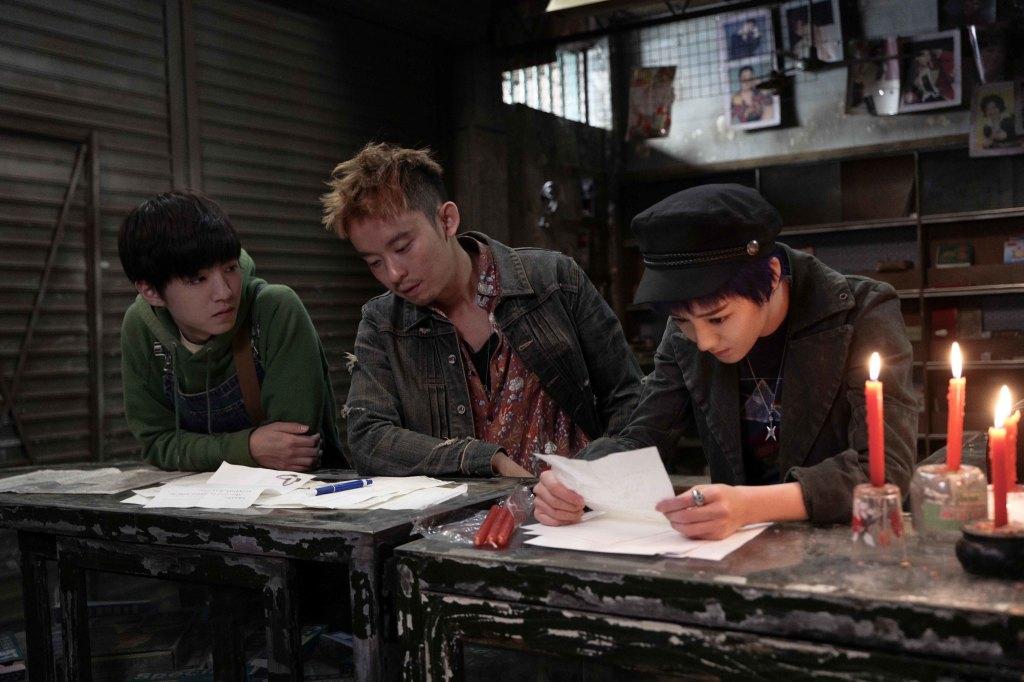 迪麗熱巴(右起)董子健及王俊凱 扮演從小於孤兒院一起長大的兄妹
