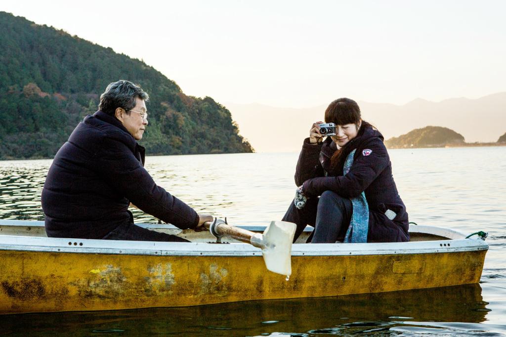 余貴美子和楊烈乘船出遊