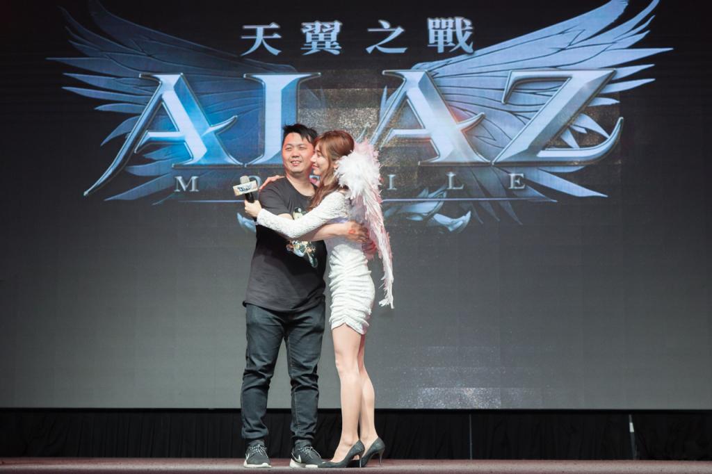 與台灣玩家近距離對戰 企鵝妹展現了新一代實況女神的高度親和力