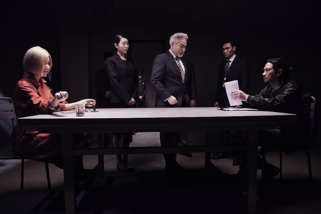 徐靜蕾與張家輝在《低壓槽》中對峙