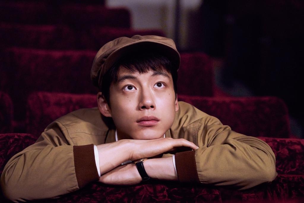 坂口健太郎這回在片中飾演夢想當電影導演的純真青年