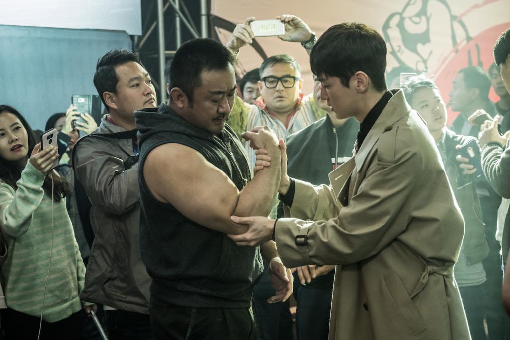 亞洲力量男神馬東石在《冠軍大叔》展現20吋驚人肌肉手臂