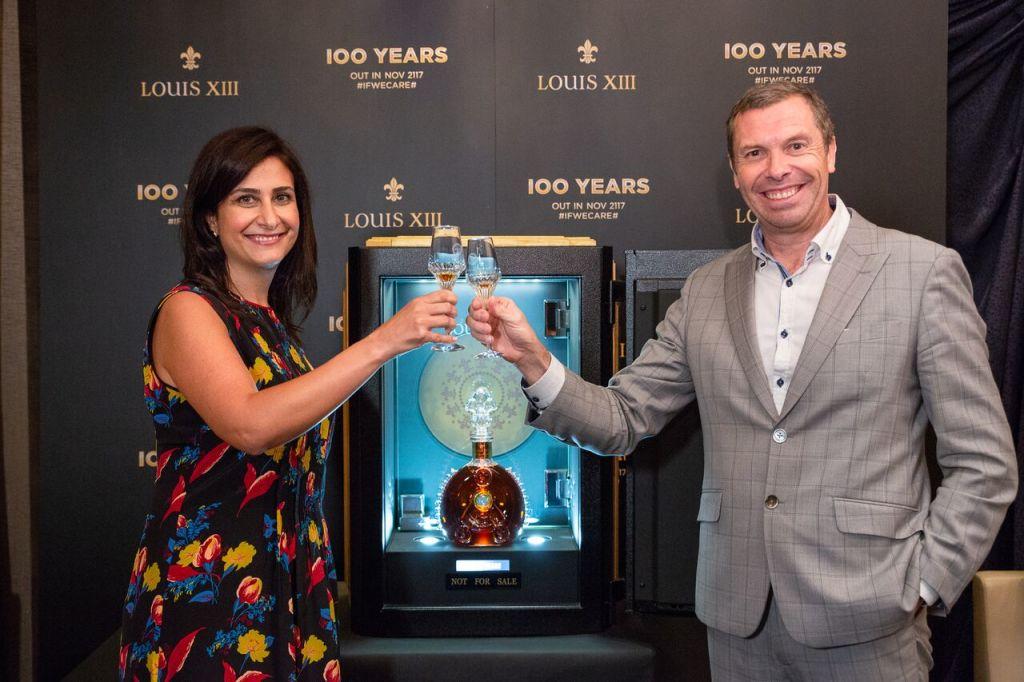 《100 YEARS》自上海出發開始在全球巡迴展出,今日(5月15日)也首次來到台北(左:人頭馬香港及台灣董事總經理Fida Bou Chabke,右:路易十三莊主Vincent Gere)