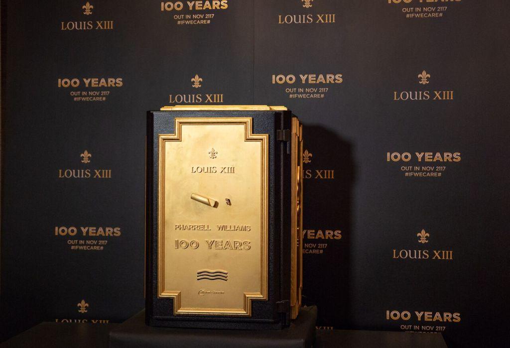 路易十三與菲董合作原創作品《100 YEARS》將被收錄於黏土唱片中,該唱片由法國干邑地區的白堊土特別製成,並將存放於路易十三酒窖中的訂製保險箱內