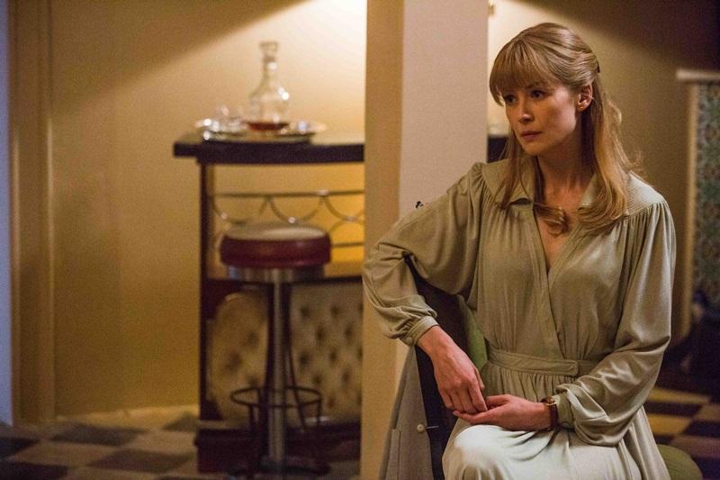 羅莎蒙派克飾演中情局探員珊蒂克勞德 更是《高壓行動》中唯一女性要角