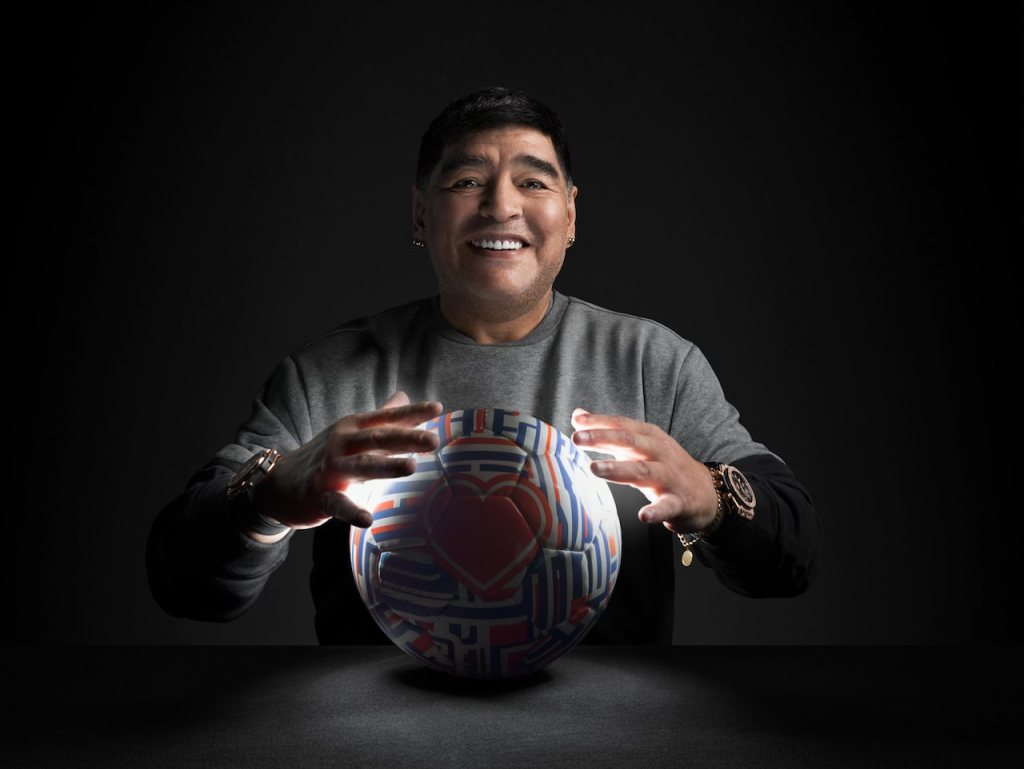 足球戰神馬拉杜納 Maradona–宇舶錶大使 為了成為冠軍,你必須永不放棄,而且永不停止訓練。最重要的是,你必須敬重你的父母,因為他們是你職業生涯中最重要的顧問。