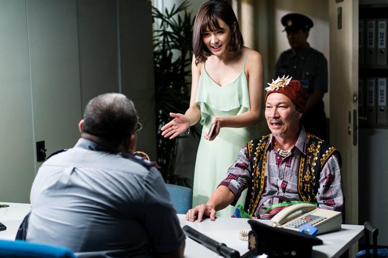 黃仲崑在機場被扣留語言不通鬧笑話 女兒安心亞前來搭救