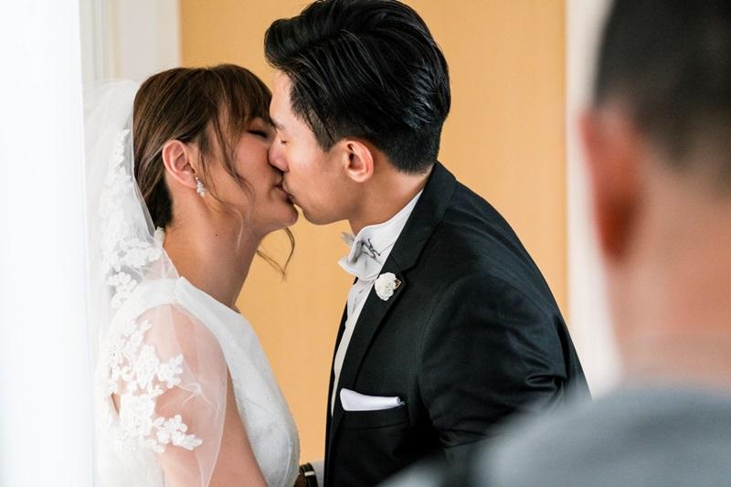 安心亞與陳泂江拍《簡單的婚禮》有多場親密吻戲1
