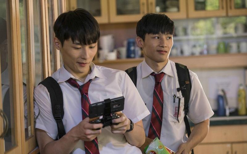 湯君耀(左)、湯君慈在《大師兄》和甄子丹演出表示壓力很大
