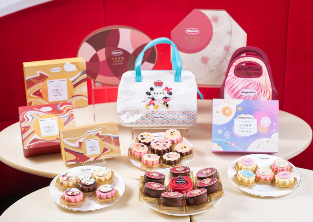1. 今年中秋,頂級冰淇淋品牌Häagen-Dazs推出多款精緻冰淇淋月餅禮盒,多種造型月餅搭配不同口味的冰淇淋內餡,深受消費者喜愛,不論是大人或小孩都愛吃。