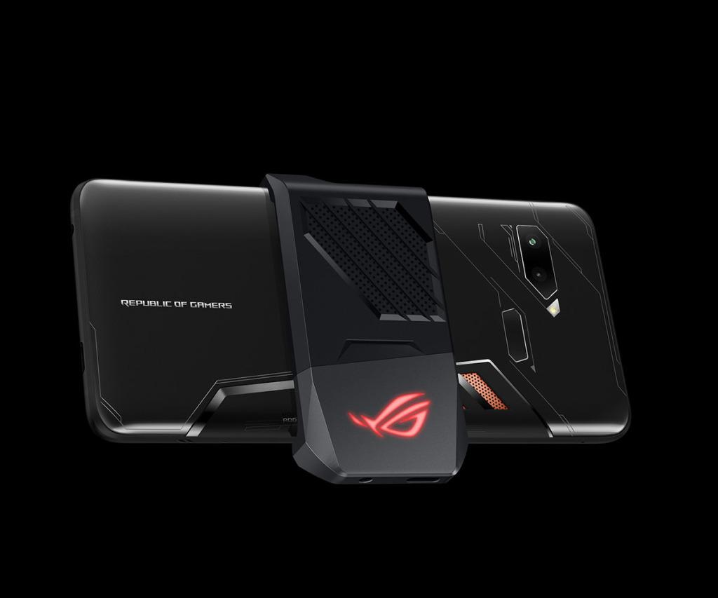 全新ROG Phone內建高效率3D液態均溫散熱系統,搭配隨貨附贈的可拆式AeroActive散熱風扇,還能提供額外散熱強化,就算長時間對戰也能維持穩定順暢!