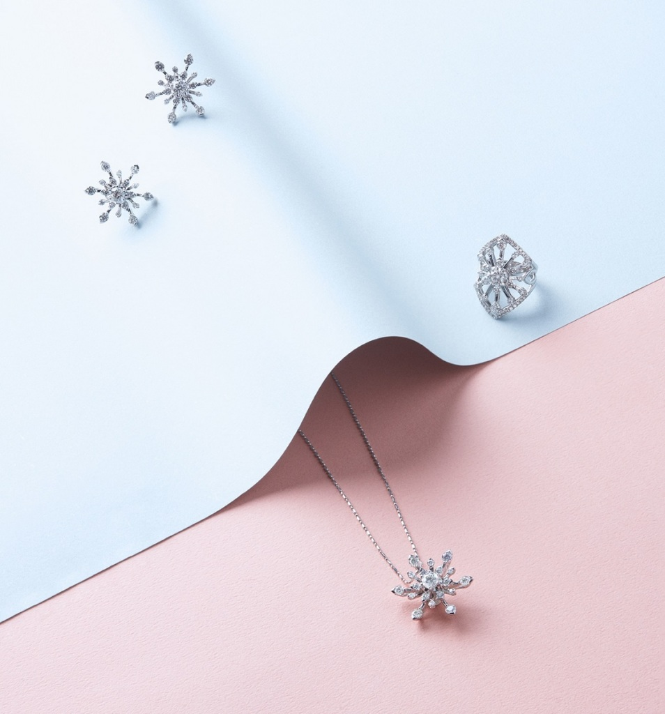Peonia Diamond Starlight系列靈感源自品牌鑽石出眾的耀目光芒,以星光造型的線條設計,綻放華美鑽光。(圖片來源-儂儂雜誌)