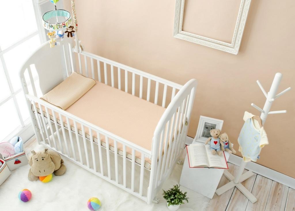 可水洗有機棉嬰兒床墊,原價19,800元,特價14,288元,加贈同款有機棉嬰兒枕(每櫃限量20組)。
