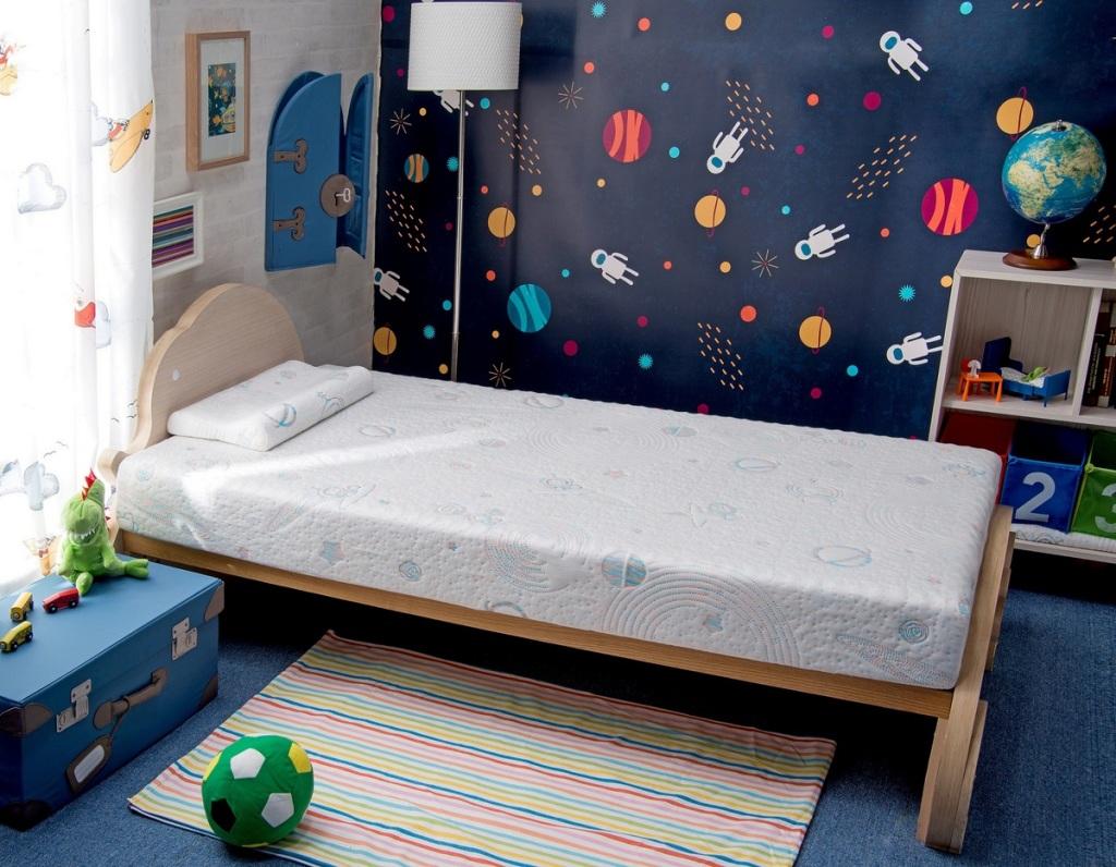 太空幻象護脊兒童床墊,原價26,800元,特價18,888元,加贈同款兒童枕(每櫃限量20組)。