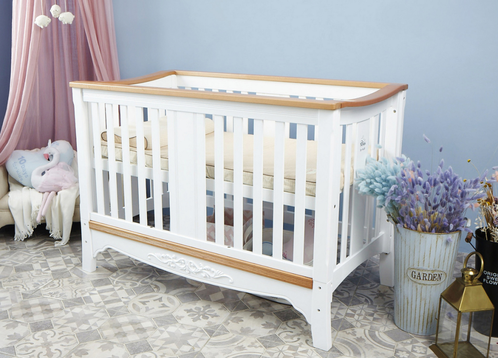 變形城堡多功能實木嬰兒床架,購買任一床墊,即可用12,888元加購(每櫃限量20組)。
