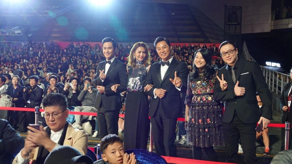 鄭嘉穎(左起)、周秀娜、譚耀文與編劇黃子桓伉儷
